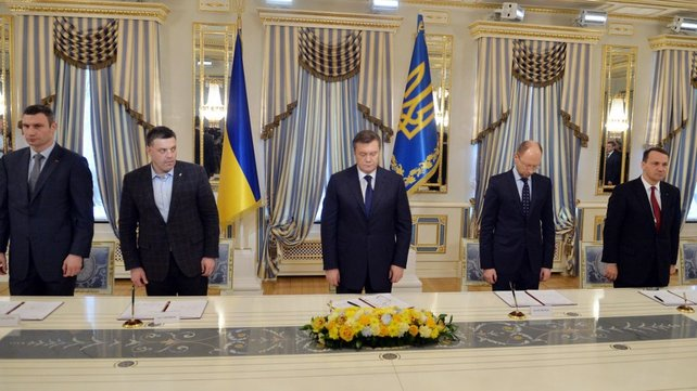 Ukraine's president (C) along with opposition leaders sign deal in bid to end violence