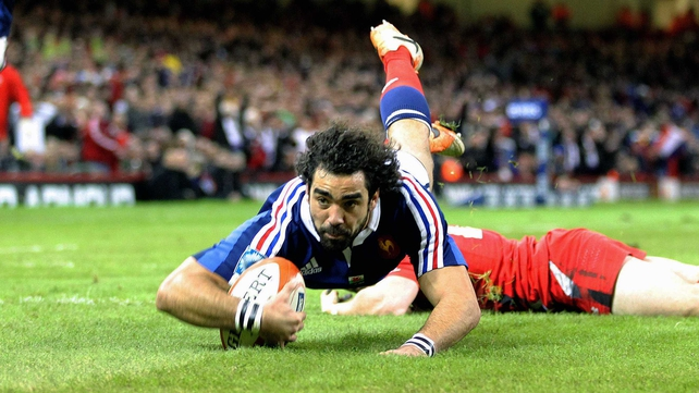 Yoann Huget keeps his place on the wing for France