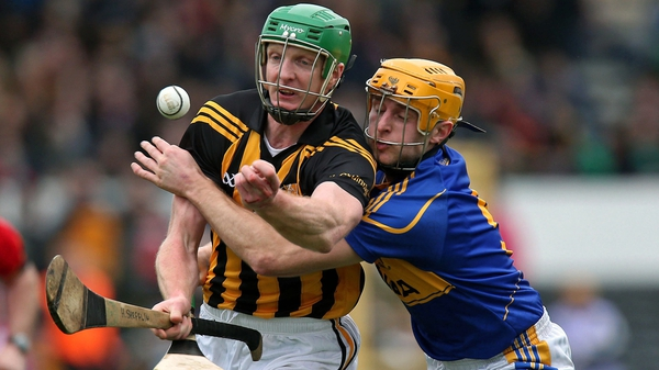 Henry Shefflin and Shane McGrath have their eye on the sliotar at Nowlan Park