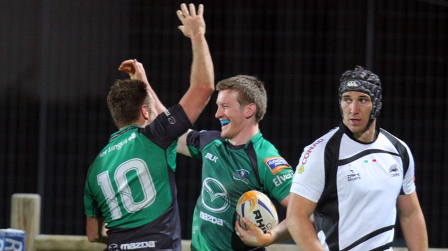 Connacht's Eoin Griffin (centre) celebrates his try with Dan Parks