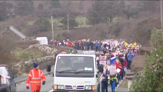 The protest march was from the office of an Coimisinéir Teanga in An Spidéal to the Department of the Gaeltacht in Na Forbacha