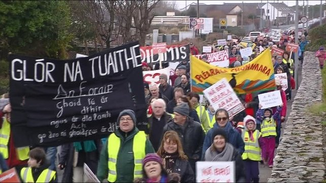 The protesters are demanding that the Gaeltacht Act of 2013 be repealed