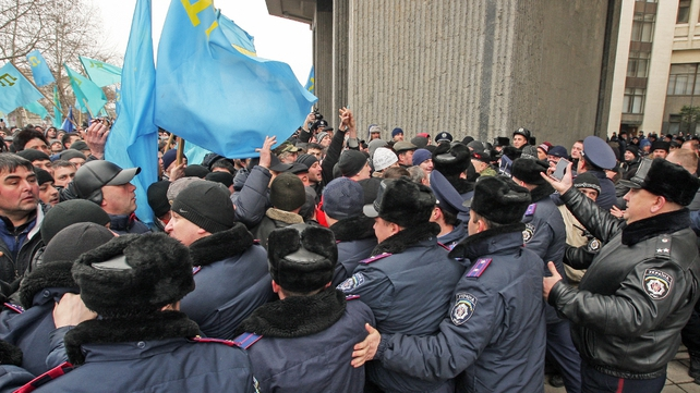 Pro-Russia separatists confront government supporters (Pic: EPA)