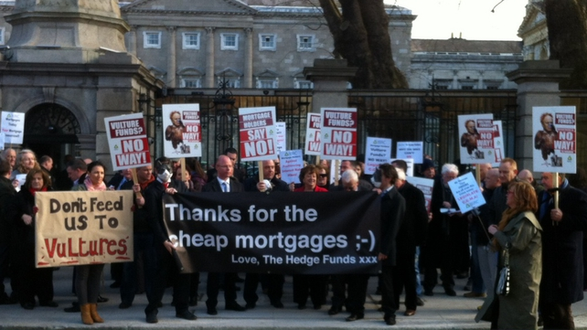 Mortgage holders protest outside Dáil