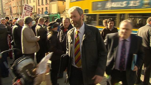 Garda whistleblower John Wilson shown arriving at court