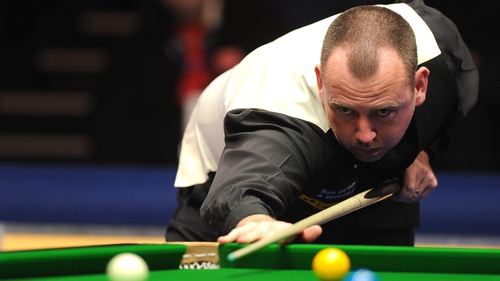 Former world champion Mark Williams moves into fourth round