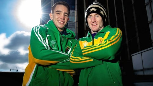 Paddy Barnes (r) has dropped back down to light-fly after a spell at flyweight
