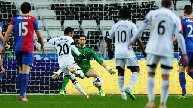 Jonathan de Guzman puts Swansea in front