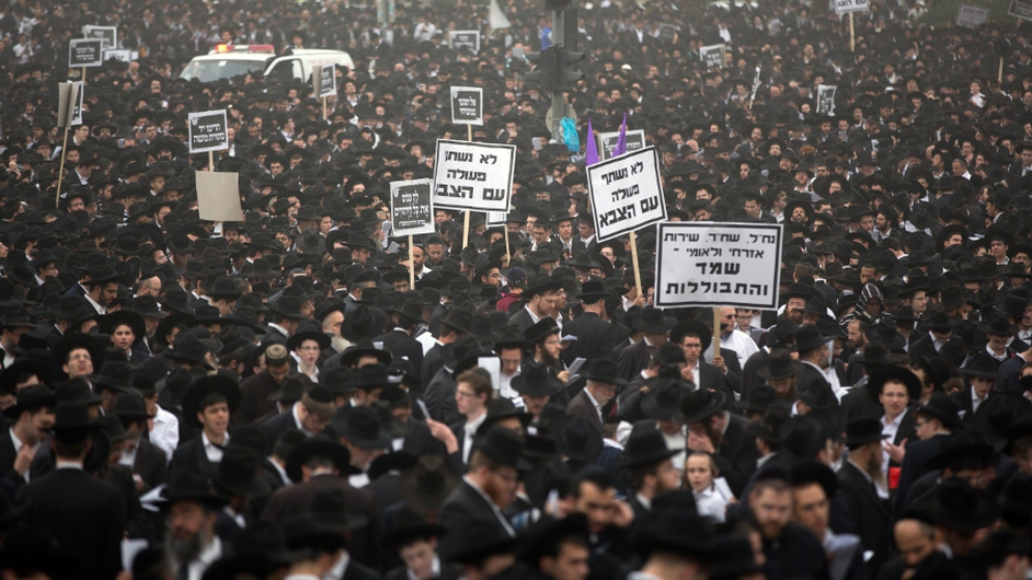 Hundreds of thousands of Ultra Orthodox Jews gather in Jerusalem to demonstrate against any plans to make them undergo military service