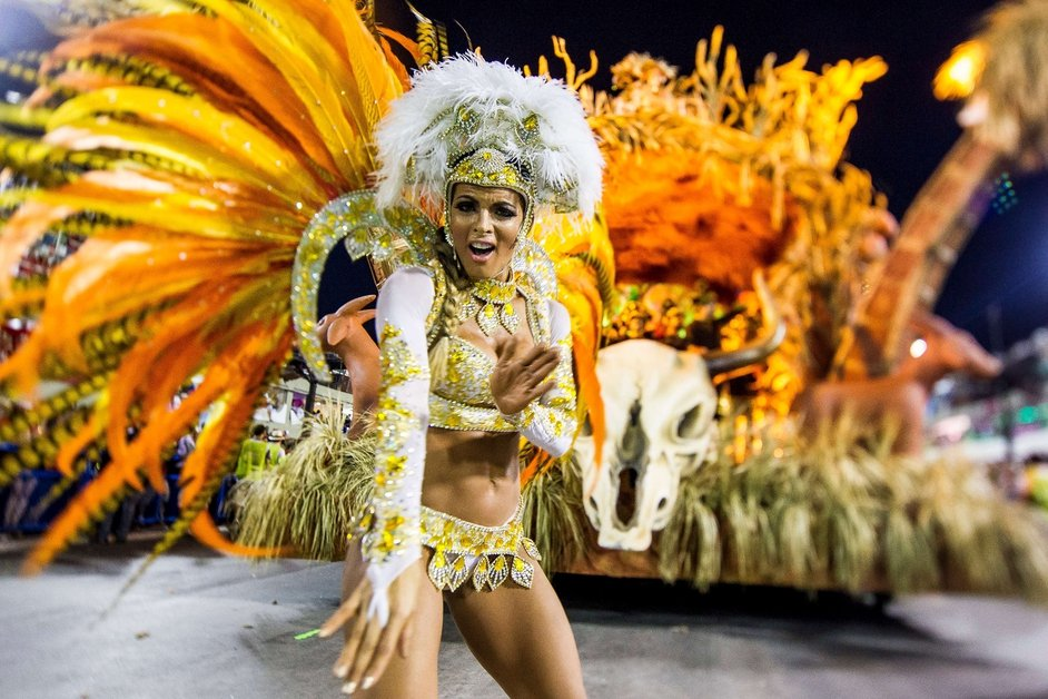 A member of the Vila Isabel samba school