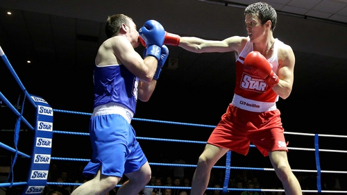 Darren O'Neill (R) en route to victory over Derek Duhig in his semi-final