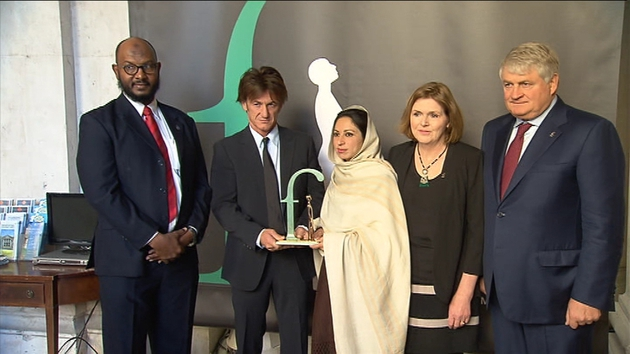 Sean Penn presented the award the award this morning