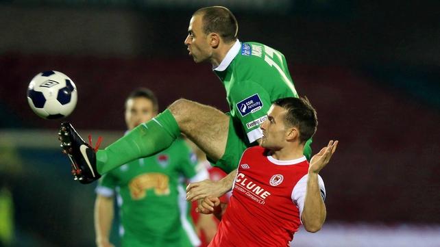 Cork's Dan Murray gets in ahead of Christy Fagan of Pat's