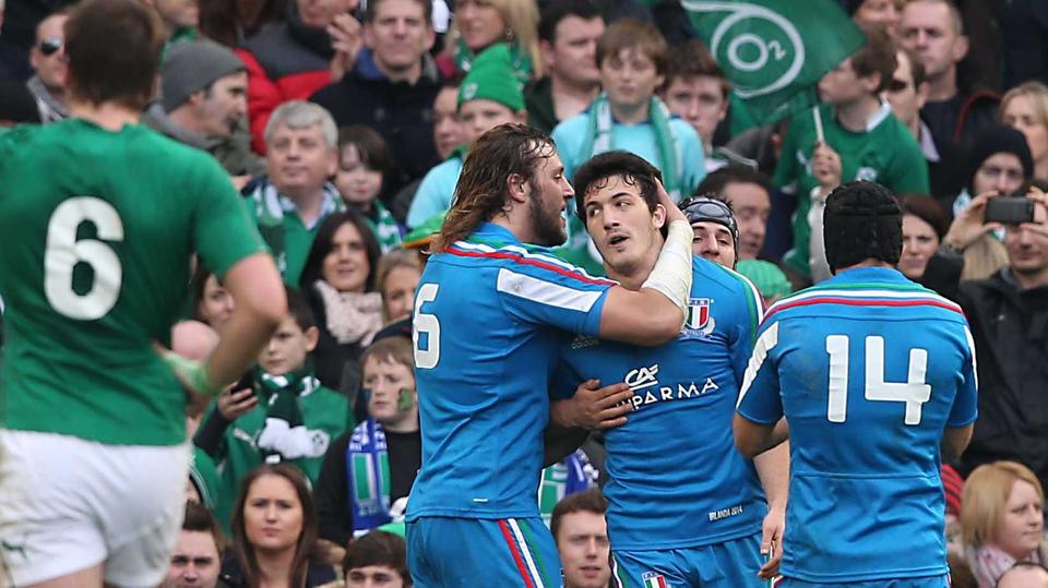 Italian players celebrate Leonardo Sarto's try