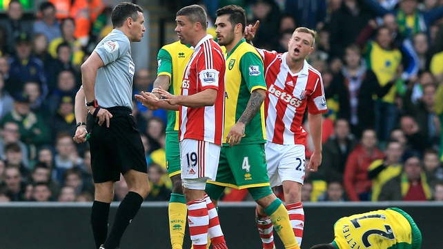 Jonathan Walters is about to receive his marching orders from referee Andre Marriner