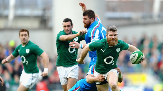 Gordon D'Arcy makes ground against Italy