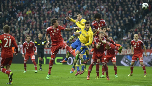Olivier Giroud (C) vies for the ball with Bayern Munich's Mario Mandzukic, Bastian Schweinsteiger and Dante