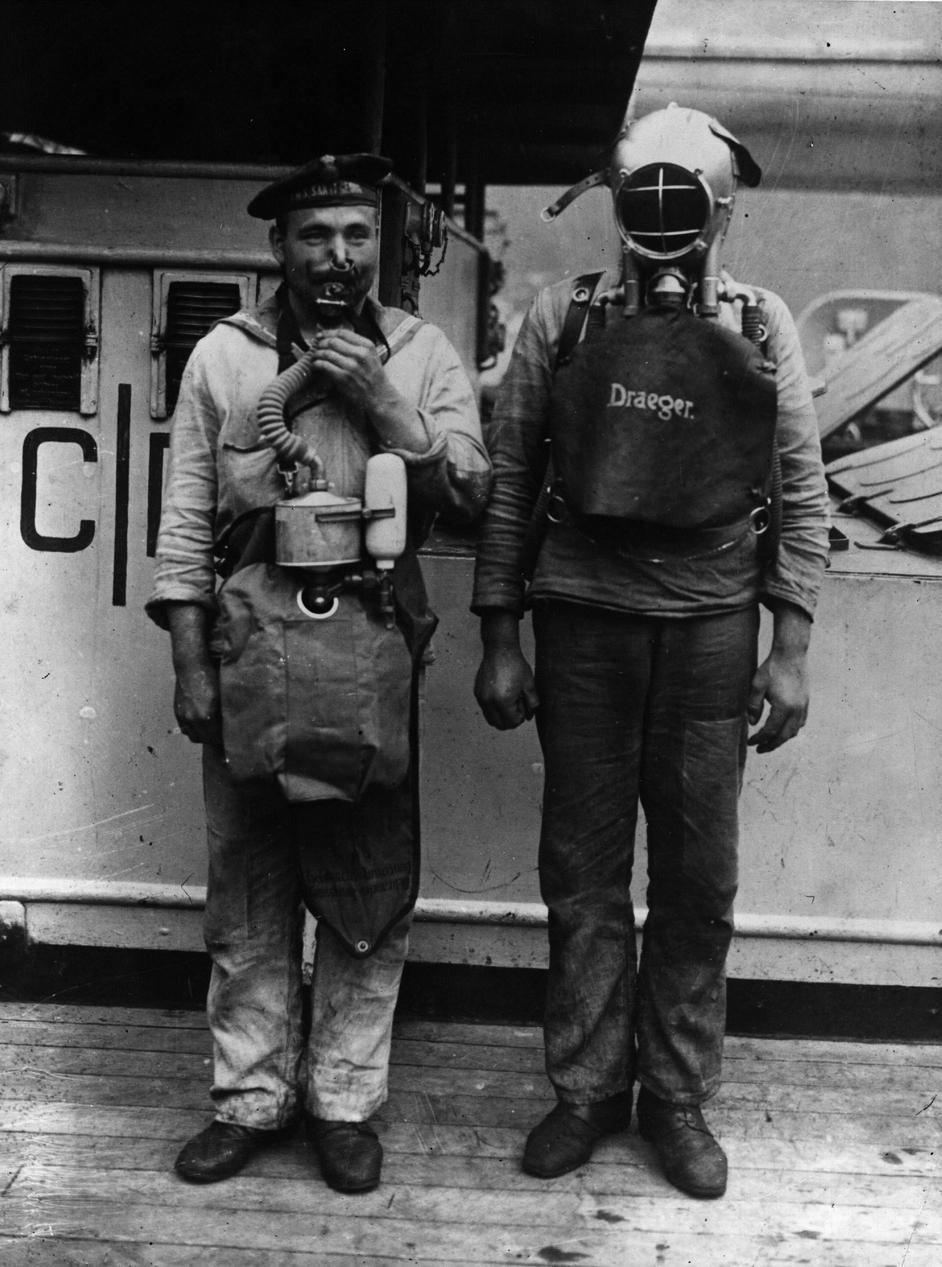 German naval crew wearing breathing apparatus to be worn during gas attacks