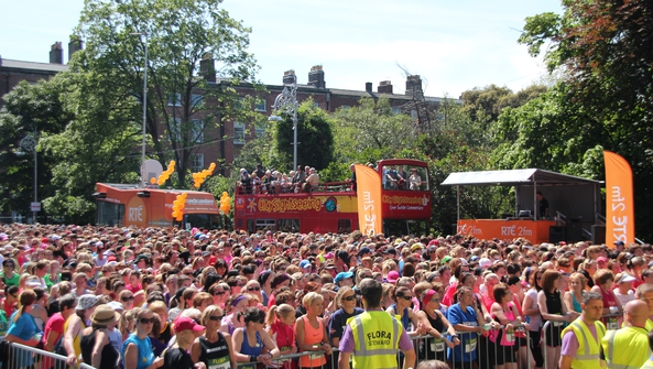 2fm at the Flora Women's Mini Marathon 2014