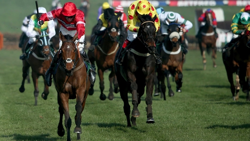 Daryl Jacob rides Lac Fontana (left) to victory