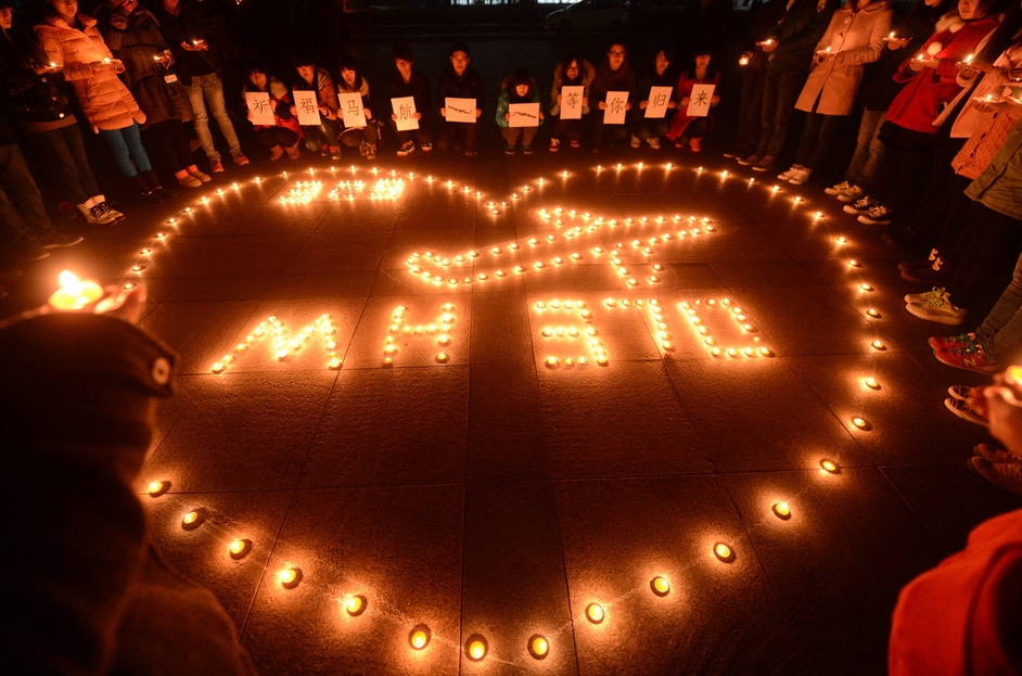 College students holding a candlelight vigil for the passengers on the missing Malaysia Airlines airliner MH370 in Yangzhou, Jiangsu province, China (Pic: EPA)