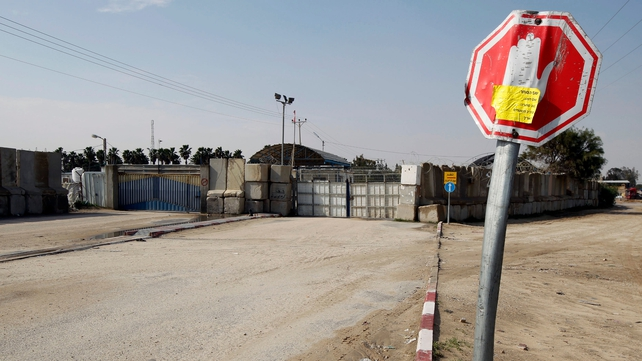 Israeli Defence Minister Moshe Yaalon ordered the closure of the Kerem Shalom crossing