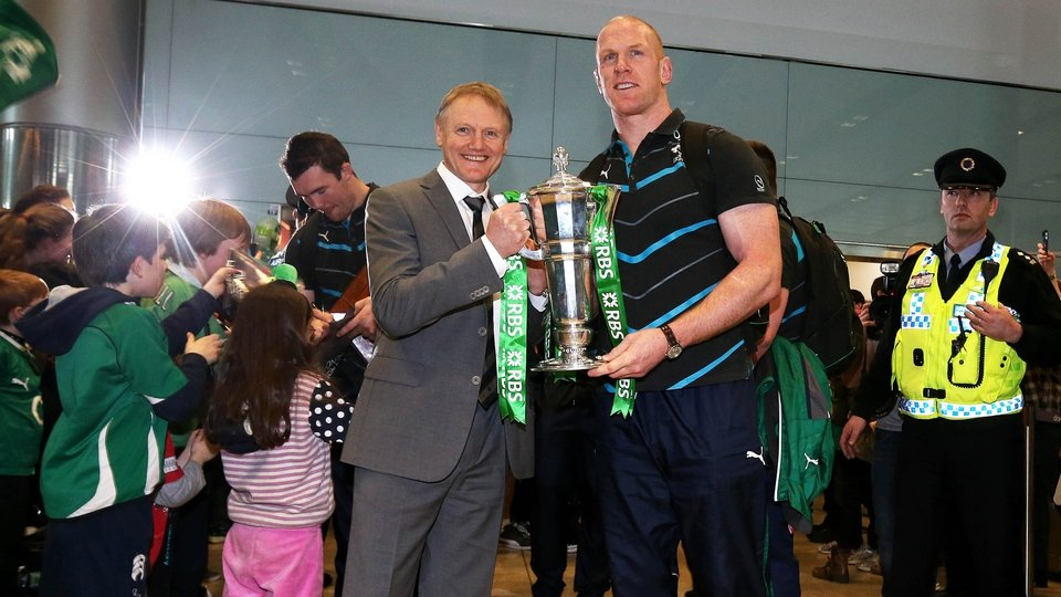 Ireland head coach Joe Schmidt and captain Paul O'Connell with the Six Nations trophy