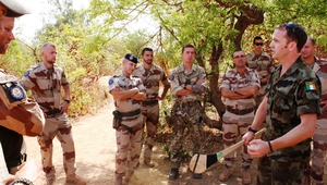 Commandant Mick Nestor from Co Offaly teaches European soldiers the requisite skills for hurling in Mali (Pic: Defence Forces)