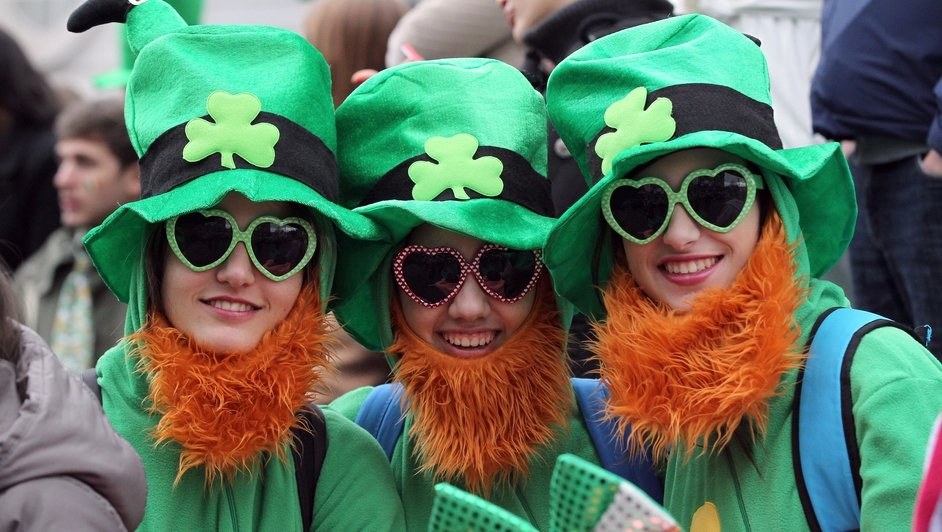 Parade spectators dressed as leprechauns in Dublin