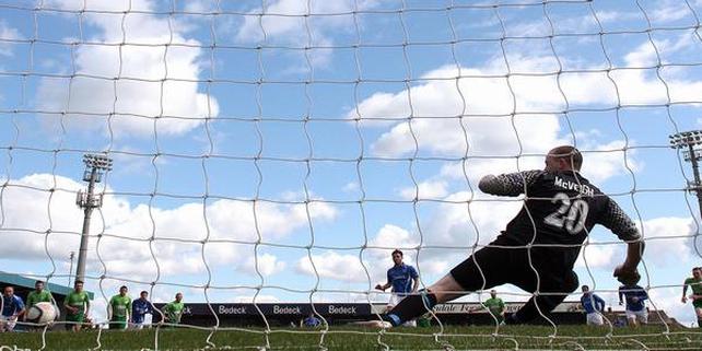 Leeds sign striker from Glenavon