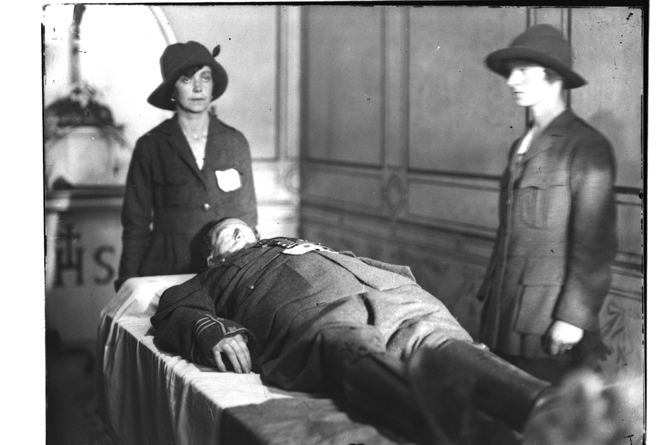Two uniformed Cumann na mBan members stand guard over the body of Cathal Brugha (Pic: RTÉ Stills Library)