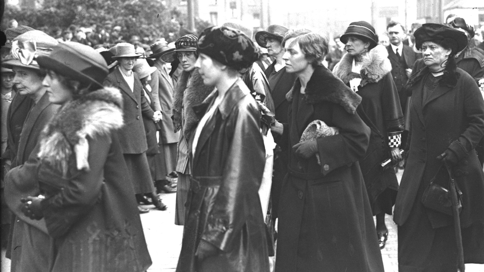 Cathal Brugha's funeral. Cumann na mBan women hold hands for crowd control. Caitlin Brugha and Muriel MacSwiney are pictured in the centre. Mary MacSwiney is on the far right (Pic: RTÉ Stills Library)