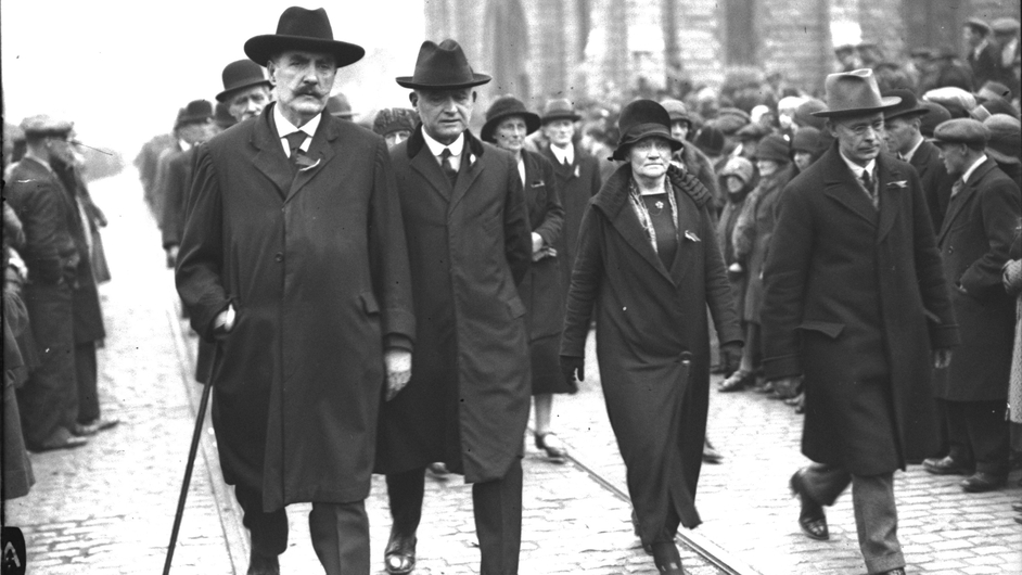 Mary MacSwiney marches between Pierce O'Mahony, John Joseph Kelly and Brian O'Higgins at the funeral of Cathal Brugha (Pic: RTÉ Stills Library)
