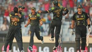 Shane Watson walks (R) as Pakistan players celebrate