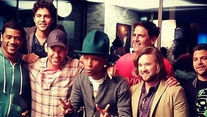 Pharrell, Haley Joel Osment and Russell Wilson with the cast of Entourage