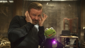 Ricky Gervais and Kermit the Frog in Muppets Most Wanted