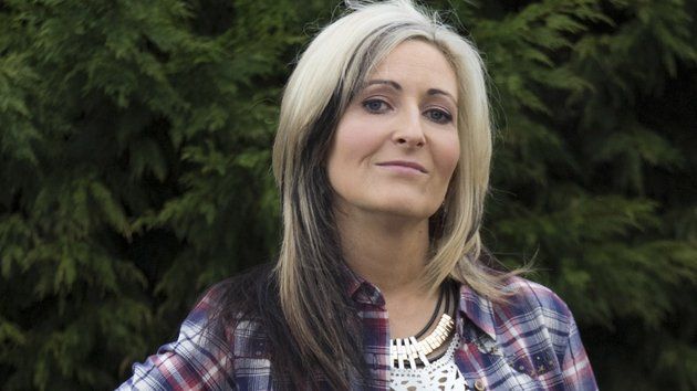 Bobbi Lee wants Jason to plan a surprise white wedding