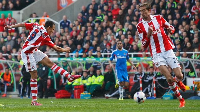 Peter Crouch (r) gets out of the way as Peter Odemwingie shoots to give Stoke City the lead