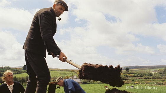Man Cutting Turf in Co. Kerry © RTÉ Archives 2202/060