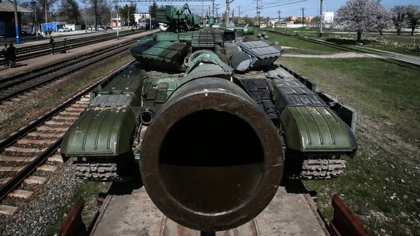 Ukraine has been moving its tanks and artillery from Crimea (Pic: EPA)