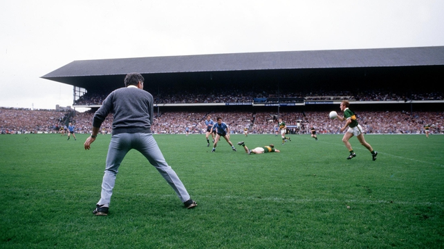 Mick O'Dwyer urges on his Kerry side against Dublin in the closing moments of the 1985 All-Ireland final