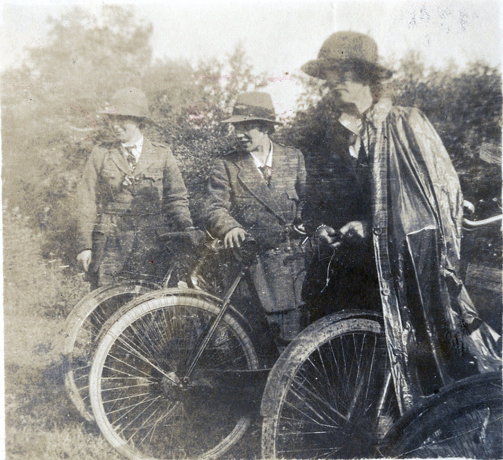 Image - Cumann na mBan Cyclist Corps en route to Bodenstown. Photo: © Military Archives