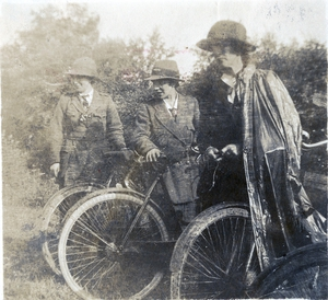 Cumann na mBan Cyclist Corps en route to Bodenstown (Pic: Military Archives)
