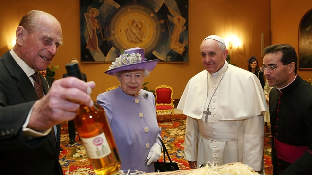 The queen presented Pope Francis with a hamper of British produce