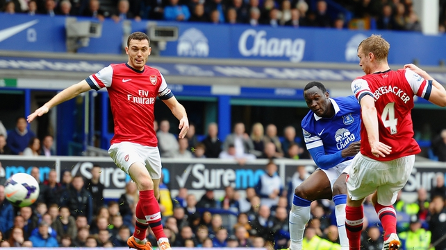 Everton hold the advantage over Arsenal in the race for fourth
