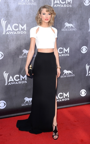 Taylor Swift switched her usual girly look for this daring monochrome ensmble