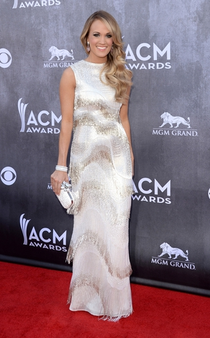 Carrie Underwood shimmied down the red carpet
