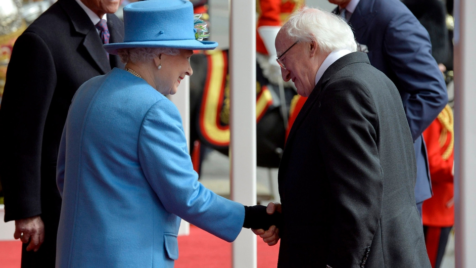 Queen Elizabeth greets President Higgins in Windsor