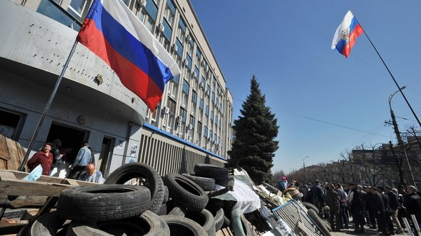 Pro-Russian activists block access to the Ukrainian Security Service building in Luhansk