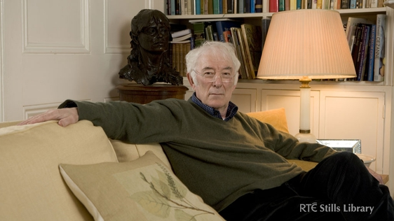 Seamus Heaney © RTÉ Archives 4216/002